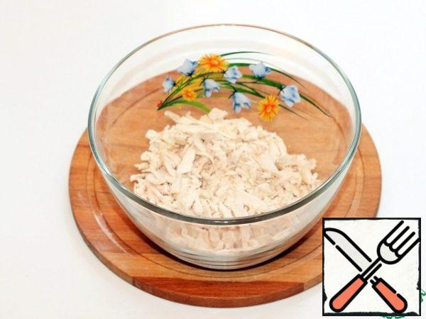 Finely chop the boiled chicken fillet and place in a large bowl.