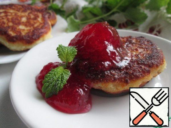 Fry in hot vegetable oil on both sides. Serve with any jam or jam. There is no sugar in cheesecakes, but with sweet additives it is absolutely not felt!
