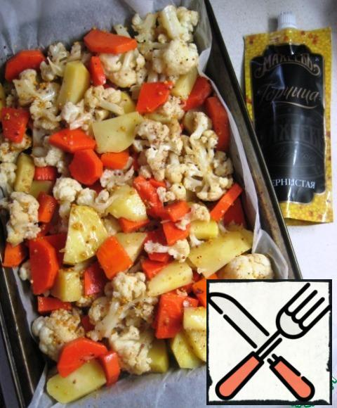 Put in a baking dish vegetables, evenly pour honey and mustard fill, mix gently.Send in a preheated 200 degree oven for 40-45 minutes. During this time the vegetables a few times gently to mix, taking from the oven.The vegetables are ready remove from the oven, give a little to cool and serve!