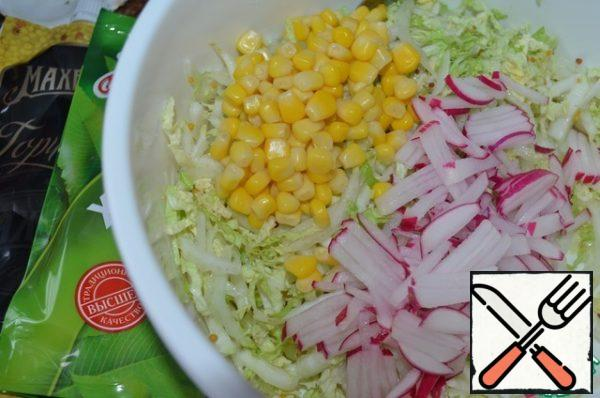 Wash and dry the vegetables. Chop the Peking cabbage, add salt and RUB it with your hands. Add horseradish and mustard, mix with a fork.