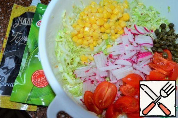 Cut cherry slices into a salad. Drain the capers in the salad.