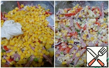 Drain the liquid from the corn. Put all ingredients in a Cup, add salt, mayonnaise and mix.