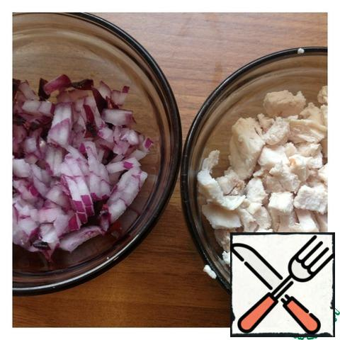 Boiled chicken fillet cut into small cubes, finely chop the onion.