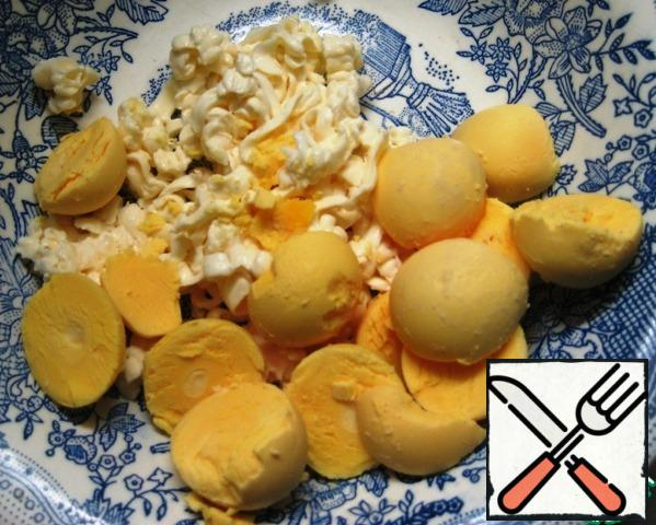 Grate the processed cheese and add the yolks.