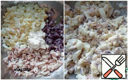 Connect squid, eggs, red onion. Add mayonnaise, salt. Stir.