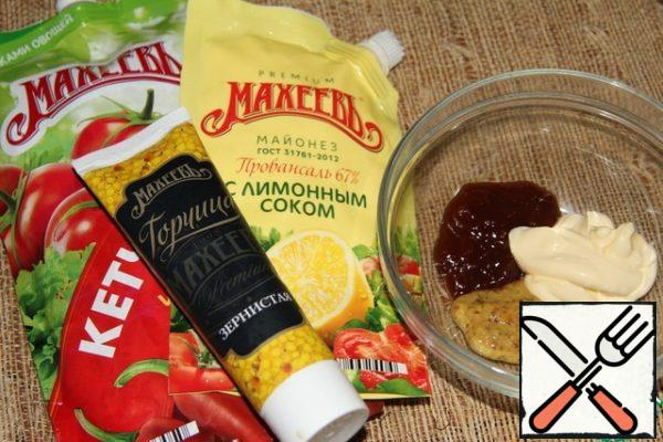 In a Cup, combine mayonnaise, ketchup and mustard, mix.