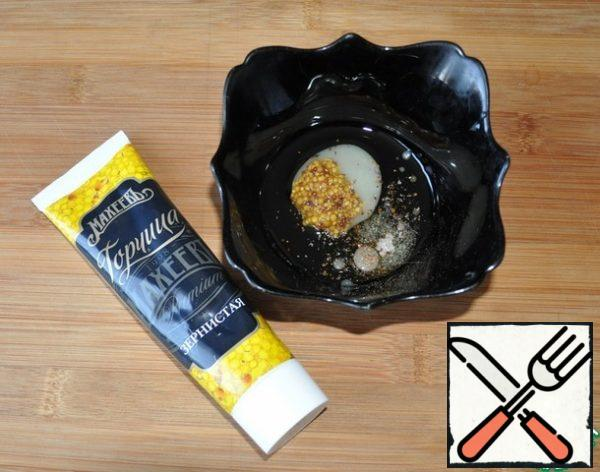 "Preparing the gas station. Combine mustard with grains, I have ""Grainy"", olive oil, honey, lemon juice, salt, pepper mixture. Stir."