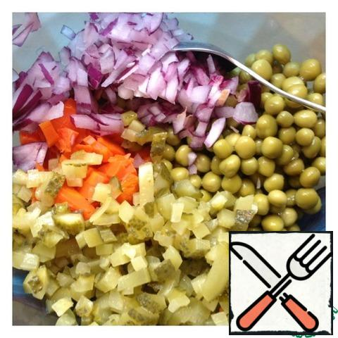 Add the peas, pre-drain the excess fluid. Chop onions as fine as possible, and cucumbers small cubes.