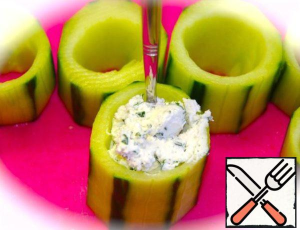 Fill the cucumbers with cottage cheese mixture.