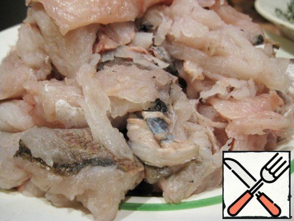 Wash fish. Remove the ridge. Cut into slices.