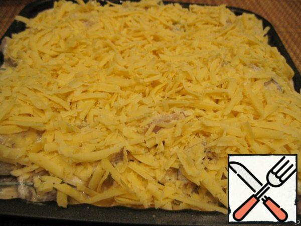 Sprinkle with cheese and bake in the oven at 180 degrees. Ready! Bon appetit!