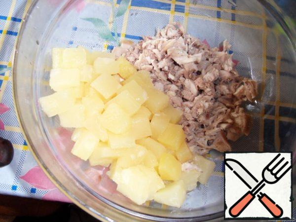 Add pineapples without syrup (if the pieces are very large, you can cut).