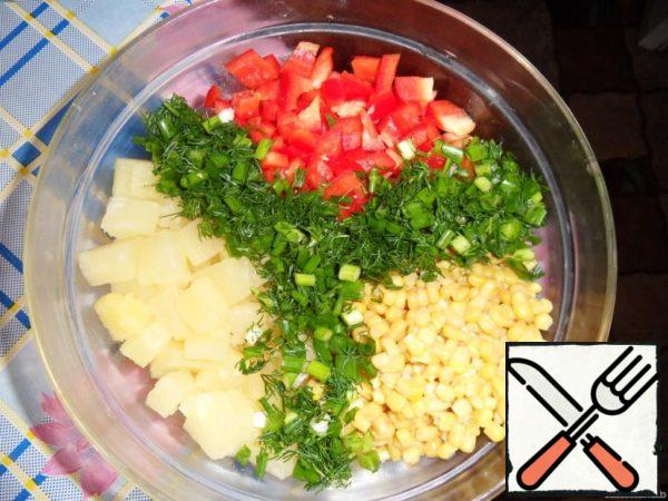 Add pepper cut into cubes (I take always red, if for guests, gives flavor to the dish, well, if just for yourself, you can any), corn there without liquid and dill and onion.