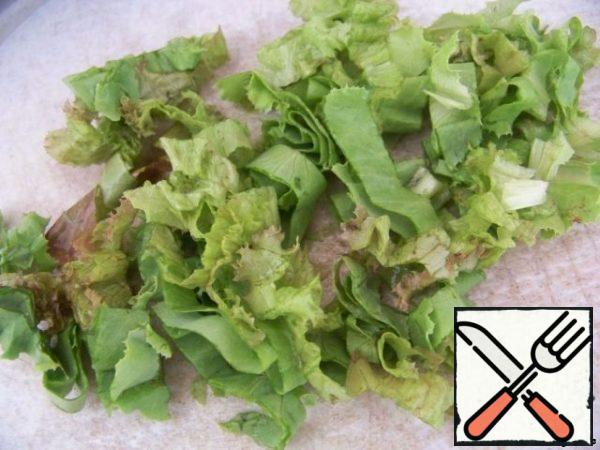 Salad cut or tear hands.