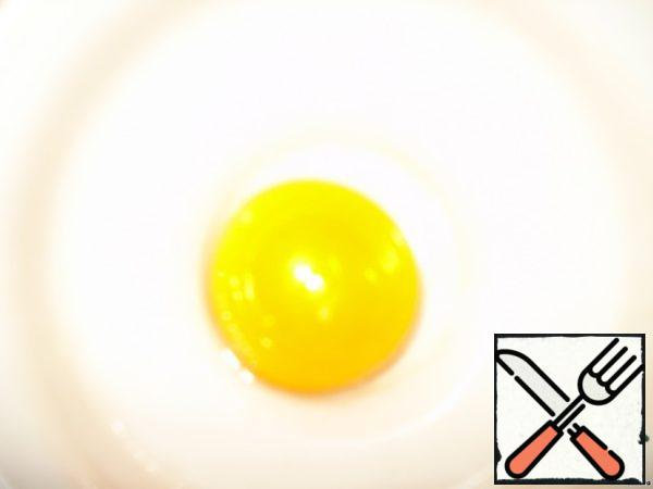 The yolk is separated from the white egg. We'll need it to lubricate the top of the strudel.