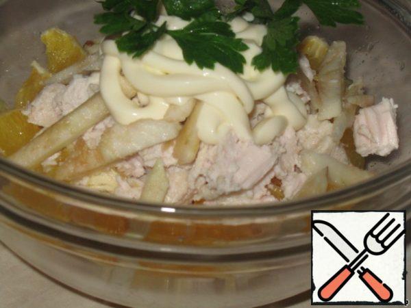 Season with light mayonnaise or sour cream (yogurt).