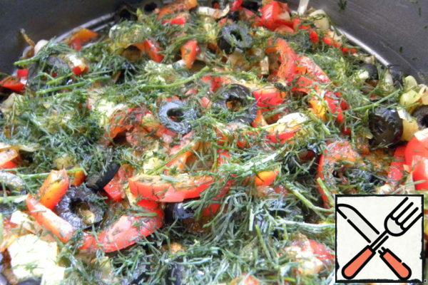 Form grease with oil, put potatoes, stewed vegetables, pour cheese and egg mixture and sprinkle with dill.