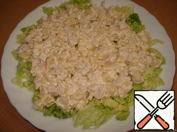 2 layer: pineapple and chicken breast cut into cubes, add mayonnaise, mix.
