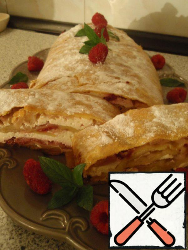 Cottage Cheese Strudel with Raspberry and Apples Recipe