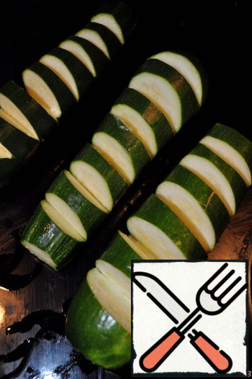 Cut zucchini into slices, season with salt and pepper.
