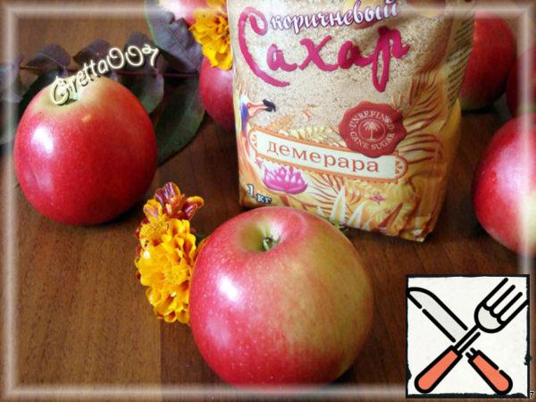 Let's start with the first secret ingredients. Apples and sugar for the filling. Their number should be taken to your liking. The recipe says what I like. Sugar is better to take brown, large or small - all the same. Here the main thing - flavor.