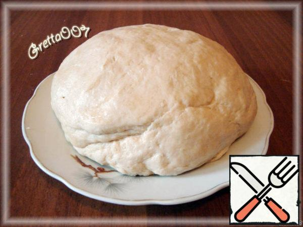 From flour, butter and beer knead smooth dough. Spread it on a plate, cover with a bowl and leave for half an hour.