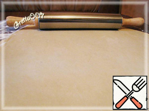 On a floured surface roll out the dough very thin, close to 1 mm. the Dough is pliable, it is very good work. I get two large plates of dough and, accordingly, two large rolls.