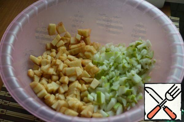Peel apples and pears and cut into cubes.
