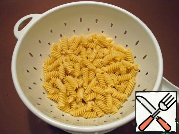 Boil the pasta according to the instructions on the package.