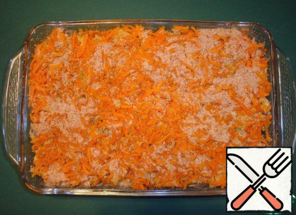 Spread the resulting mass in a heat-resistant form, oiled (size 20x30 cm or portion molds). Sprinkle with the remaining cheese and breadcrumbs.