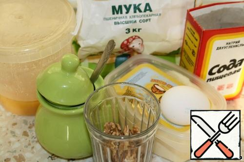 Required set of products: egg, butter, honey, sugar, soda, flour, walnuts.
