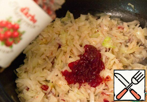 For 3 minutes until cabbage is ready, add 5 teaspoons of cranberry sauce.