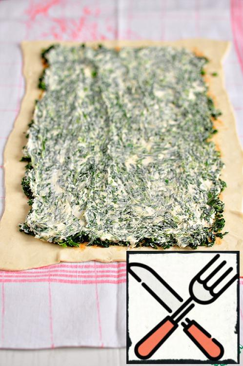 Spread the Mascarpone cheese over the spinach.