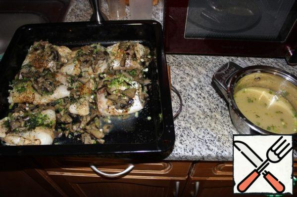 Drain the juices from the fish in another pan and boil them up to 1 Cup.
