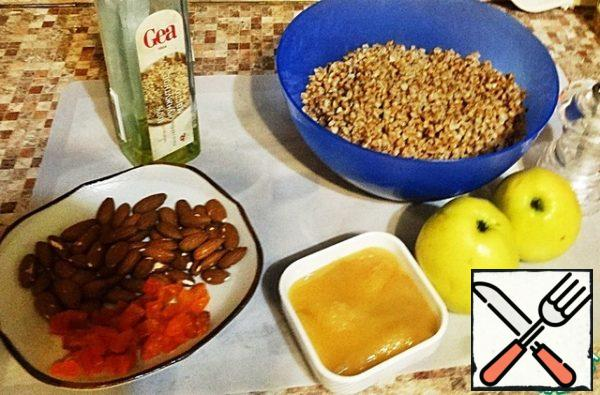 """If you are preparing a gratin for Breakfast, it is better to put everything in the bowl multivarki in the evening and use the service """"delayed start"""". We will need these products and another glass of water, which will be absorbed into the cereal overnight."""
