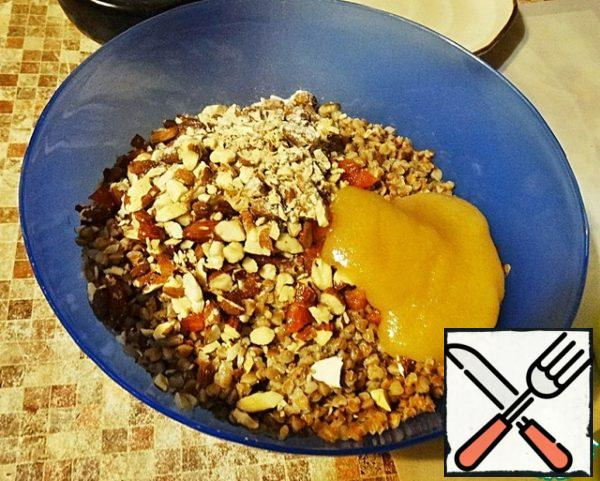 Mix in a Cup all the ingredients: finely chopped dried apricots, 2 tablespoons of honey, 2 tablespoons of olive oil, pure buckwheat, a glass of water and a pinch of salt. If you plan to cook gratin for dinner, the buckwheat should be soaked in advance, two or three hours, and cook immediately.