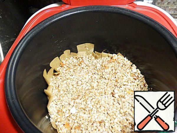 All that is mixed in a separate Cup, shift into a bowl slow cooker and close.