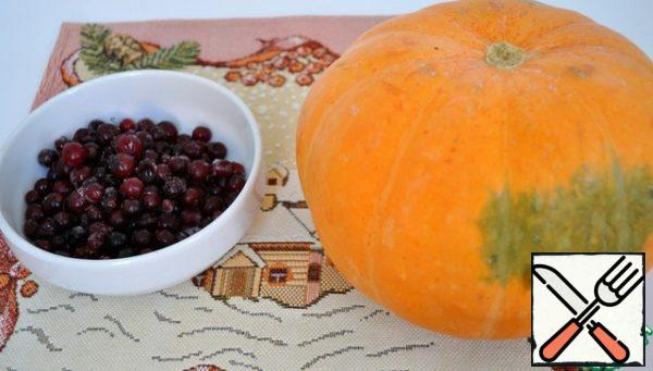 Unfreeze the cranberries and sort through, peel the pumpkin and cut into small cubes.