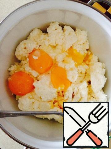 n cottage cheese add egg yolks, sugar, salt.
