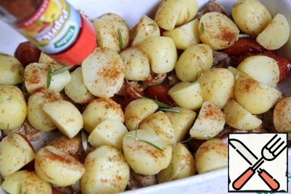In a large baking dish put the fried warm fillet, between it-fried tomatoes, spread the potatoes on top and sprinkle with dried red sweet paprika.