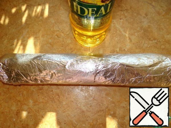 Place the roll in foil and leave in the refrigerator for 1 hour for cooling and shrinkage;