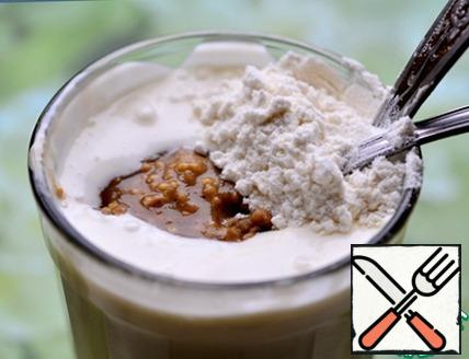 In a Cup of sour cream add a teaspoon of prepared mustard (I use Dijon, home cooked) and a teaspoon of flour. Stir.
