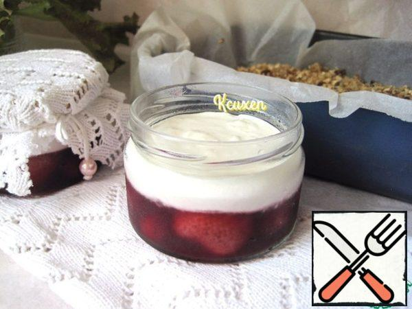 "Yogurt I have homemade cream, pre-cooked in a slow cooker. The prepared gelatin is mixed in a warm berry sauce-most of it, in yogurt-a smaller part. Then I did the following-berry jelly poured into jars, filling 1/3 of the jar and, to speed up the process, removed for 30 minutes in the freezer, what would jelly ""grabbed"". Yogurt in a separate bowl put in the refrigerator. When berry jelly ""grabbed"", I carefully laid out on top of the yogurt layer, filling them another 1/3 of the jar. The jars were covered with lids and left in the refrigerator overnight for complete curing of the layers."