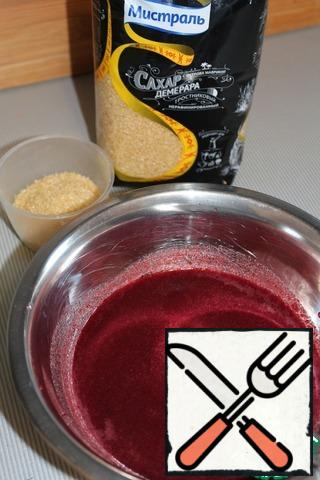 Prepare cherry Jelly. Cherry punch blender and wipe through a sieve. In a small saucepan combine cherry puree with sugar. Over medium heat bring mixture to a boil. A little cool and enter pre-soaked and melted gelatin.