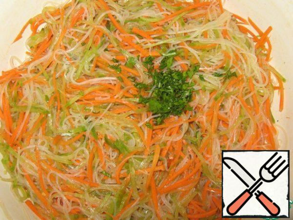 Add finely chopped herbs and mix. Put in the refrigerator for 4 hours to infuse. Carrot, funchoza and radish salad is ready!