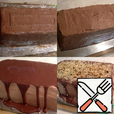 When the cake is frozen, turn it over on a stand / plate, remove the film and coat with cream evenly. Then pour from a jar with condensed milk, mixed with cocoa (from step 3). Sprinkle on top of the walnuts. nuts, crumb cookies, confetti, etc.to your taste.