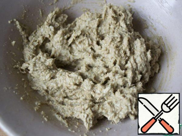 For the filling, mix a little butter with halva, so that the mass becomes homogeneous. Also, instead of halva, you can use another filling (jam, chocolate, etc.).)