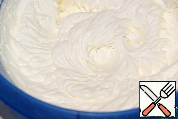 Whisk cream to soft peaks and steady with 3 tbsp of powder.