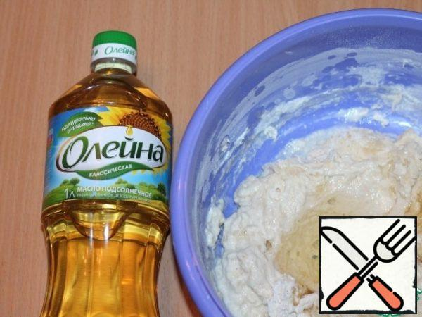 Prepare the dough. In the finished brew add butter, sugar, salt and sifted flour.