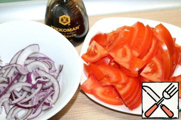 Tomato slices, onion half-rings.